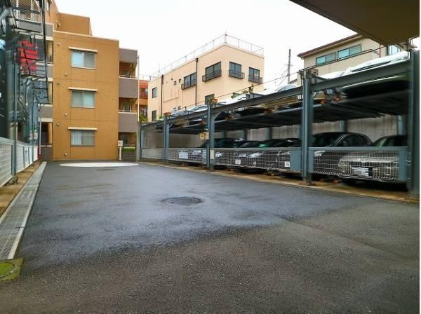 敷地内駐車場は月額25000~27000円/月でご利用頂けます。
