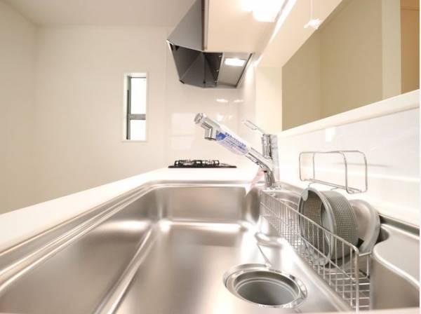 毎日をもっと軽やかに、キッチンワークをもっと効率的に。美しく人に寄り添う、使いこなす楽しみも教えてくれるキッチン。