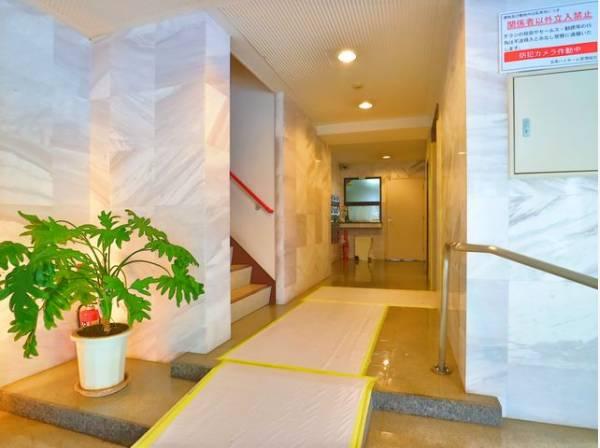 格調高いデザイン性を持つ玄関は、住む方のプライドを満たすクオリティ。訪れる方を優しく迎える・安らぎに満ちた生活空間を予感させてくれます。