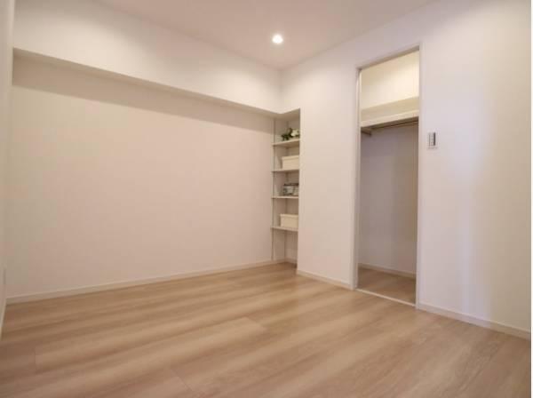 過ぎ行く時間をゆったりと感じることができる落ち着いたお部屋。静かな環境でリラックスタイムをスタートさせてください。