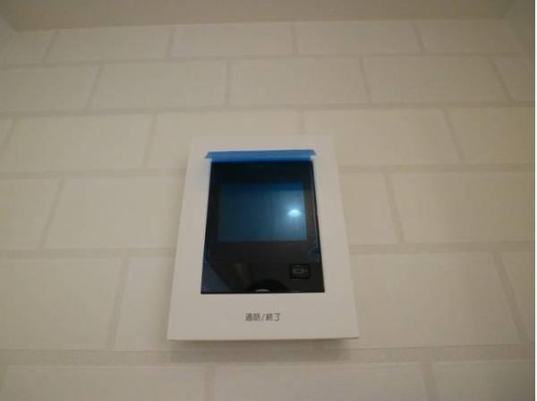 カラーTVモニター付きインターホンを設置。不審者の訪問などにも安心です。