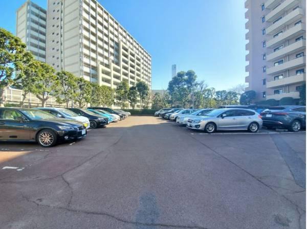 敷地内駐車場。月額22000円でご利用可能です。