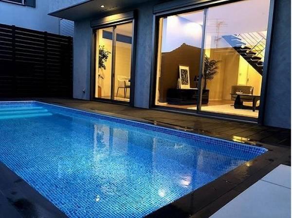 プールの長さは6.5m。ご自宅にいながらリゾート気分を味わえますね。