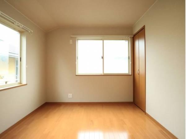 家族一人ひとりの大切なプライベート空間。自分時間をゆったりと過ごすお部屋は、シンプルに仕上げてあります。