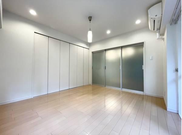 大切なプライベート空間は趣味・感性で個性的に飾って頂けるようシンプルに仕上げてあります。