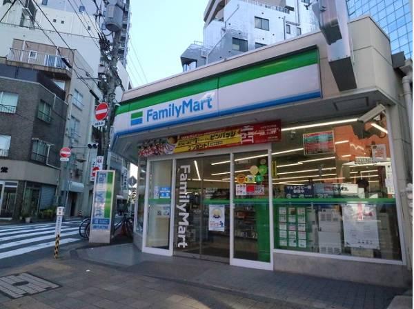 ファミリーマート蒲田駅東店まで270m
