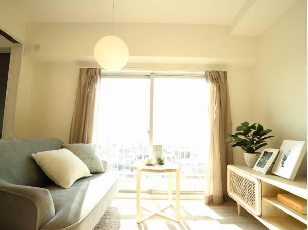 太陽の恵みを一気に受けた明るくあたたかいお住まい。吹きぬける風を感じながら爽やかで風通しの良い暮らし。心に余裕をもたらす快適住戸。