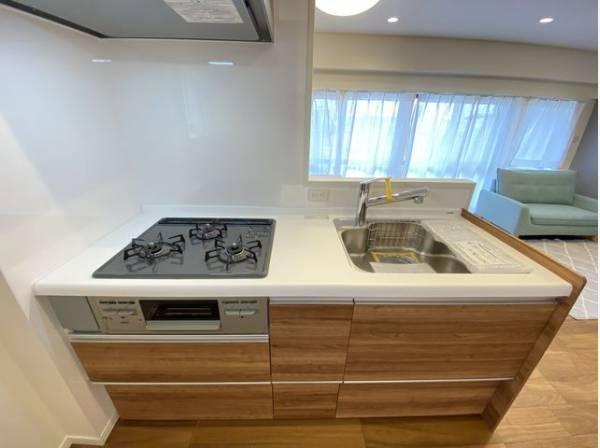 料理を楽しむキッチンスペース。使いやすさと心地よい暮らしを追及し、愛着を持って使い続けられる空間へ。