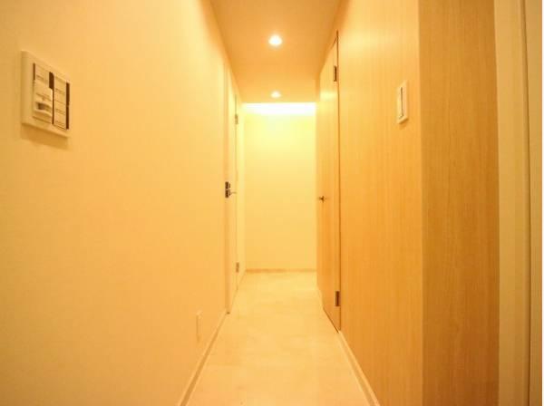 毎日の行き帰りで使う大事な空間。ドアを開けると、清潔感のある室内がお出迎え。毎日の帰宅が楽しみになりますね。