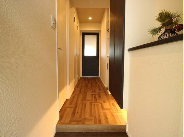 明るく清潔感のある玄関。毎日の行き帰りで使う大事な空間。安らぎに満ちた生活空間を予感させてくれます。