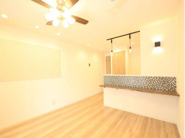 バルコニーからLDKを通り、玄関まで風がまっすぐ抜けてくる設計。部屋全体の換気ができて玄関も空気から明るくなります。