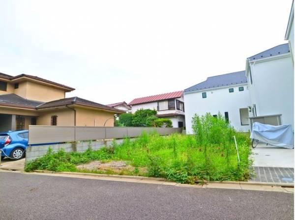 建築条件付土地ではない為、お好きなハウスメーカー等での建築をご検討できます。間取り参考プランもご提案可能です。