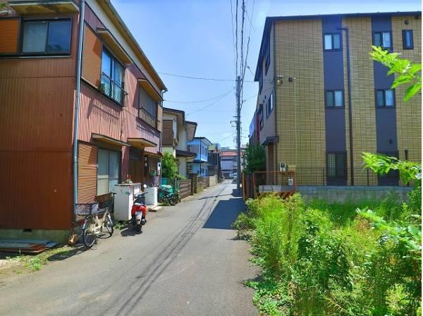周辺は閑静な住宅街。都会の喧騒を離れ、ゆったりとした時間をお過ごしください。