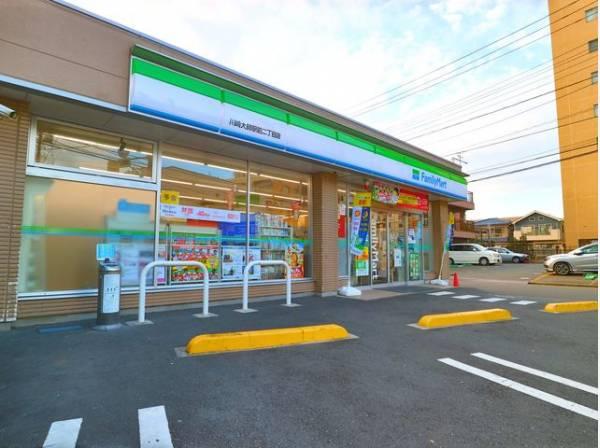 ファミリーマート 川崎大師駅前二丁目店まで400m 「あなたと、コンビに、ファミリーマート」をモットーに、来るたびに楽しい発見があって、新鮮さにあふれたコンビニを目指しています。