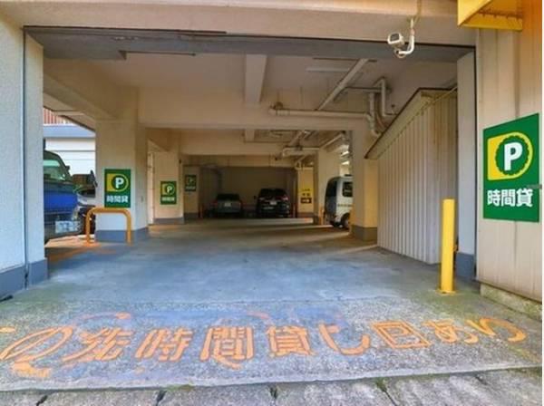 駐車場があるため車通勤の方にも安心なマンションです。