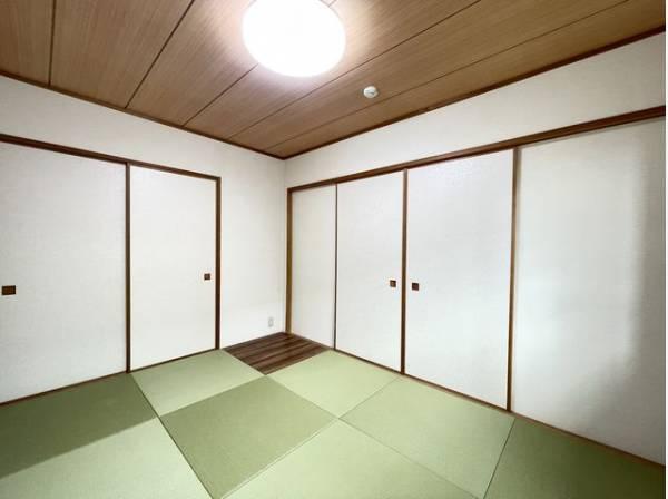 和室は心落ち着く空間。家族団らんや来客時の客間等々、多目的に活用出来る便利なスペースです。