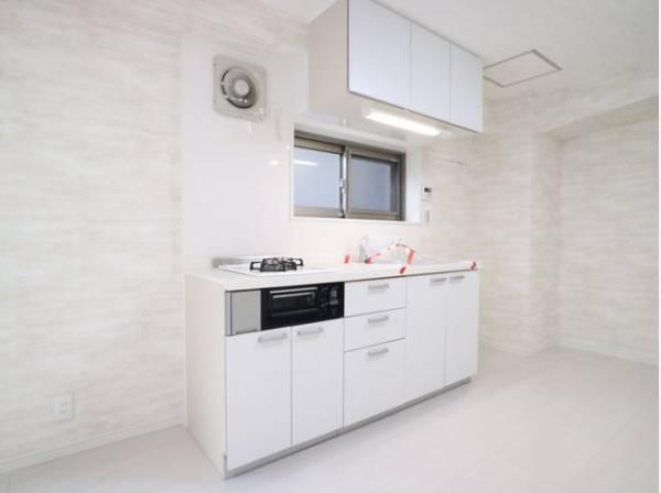 暮らしの中で輝き続けるキッチン。日々の調理を快適にサポート。あなたの暮らしに寄り添うキッチンです。