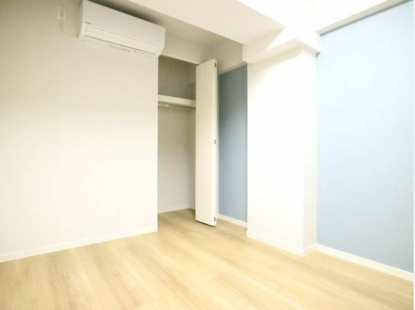 住まう方自身でカスタマイズして頂けるように「シンプル」にデザインされた室内。自由度が高いので家具やレイアウトでお好みの空間を創り上げられます。