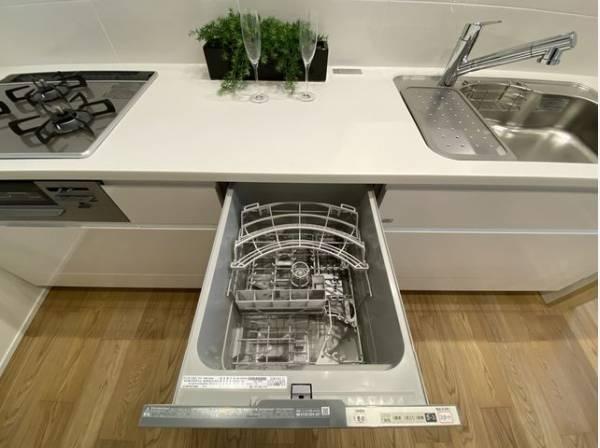 食器洗乾燥機付なので食後にご家族とのんびりできます。