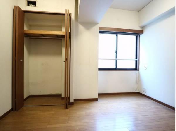 サービスルームは居室としても使用可能な広さ。趣味・感性で個性的に飾って頂けるようシンプルに仕上げてあります。