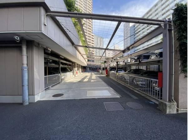 敷地内駐車場。月額16000円~29000円でご利用できます。
