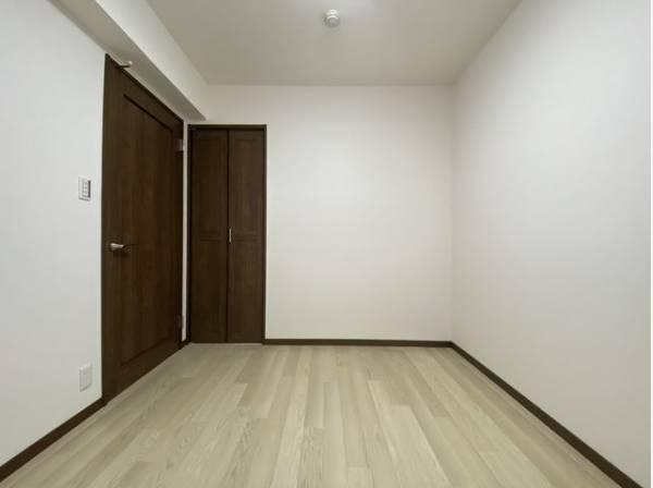 住まう方自身でカスタマイズして頂けるようにシンプルにデザインされた室内。好みの空間を創り上げられます。