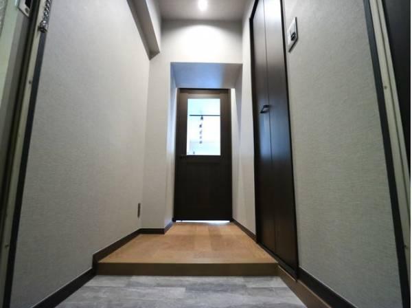 ドアを開けると、清潔感のある室内がお出迎え。毎日の帰宅が楽しみになりますね。