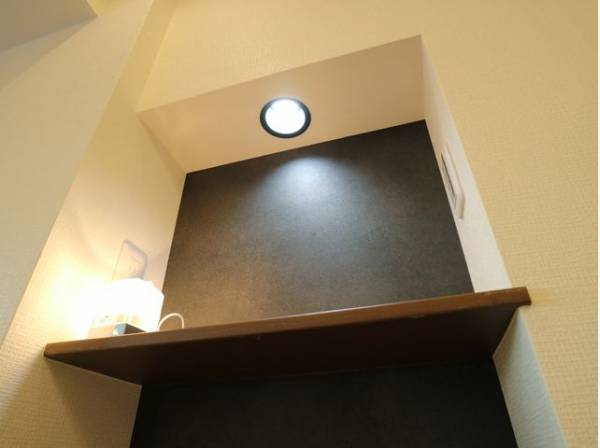 リビングにはカウンターを設置。多用途に対応できる便利なスペースです。