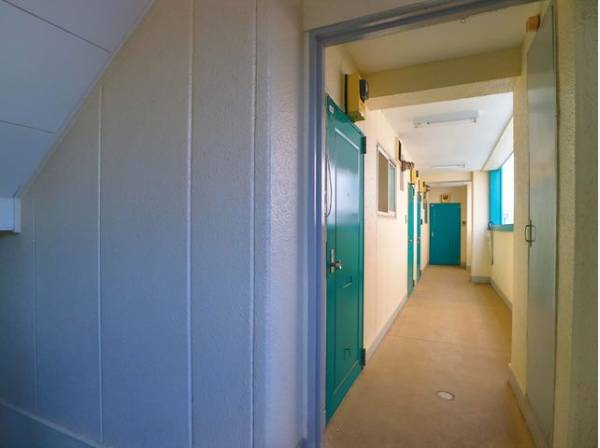 エントランスや廊下部分のお手入れが行き届いていて、共用部分がとてもキレイでした。マンションの資産価値を高める部分としては重要なことです。