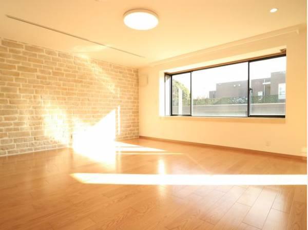 家族の温かさと陽光の暖かさ、楽しい毎日と明るい未来を予感させる「空間が織り成すひとつ先の住み心地」を演出します。