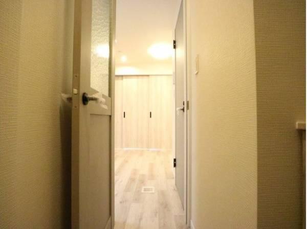 明るく清潔感のある玄関がお出迎え。安らぎに満ちた生活空間を予感させてくれます。