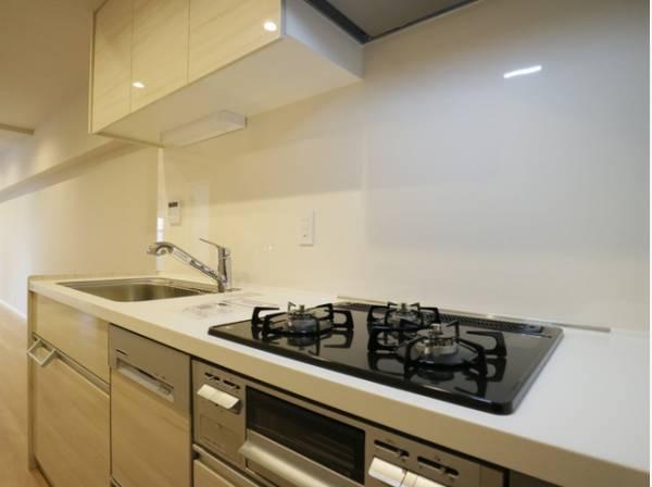 毎日の暮らしに大切な「食」を育む場所。機能性とデザイン性を兼ね備えたキッチン空間に。