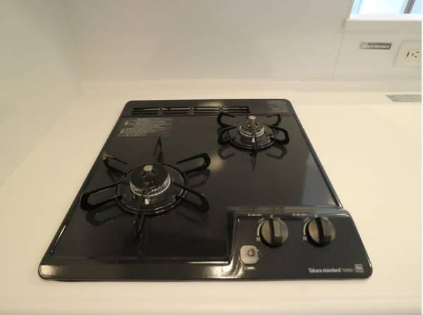 お料理の効率もアップ!使い勝手の良さを考えました。受け皿のないフラット天板で、お手入れもラクラク。