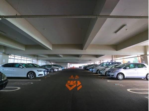 敷地内駐車場完備。月額20000円~ご利用いただけます。
