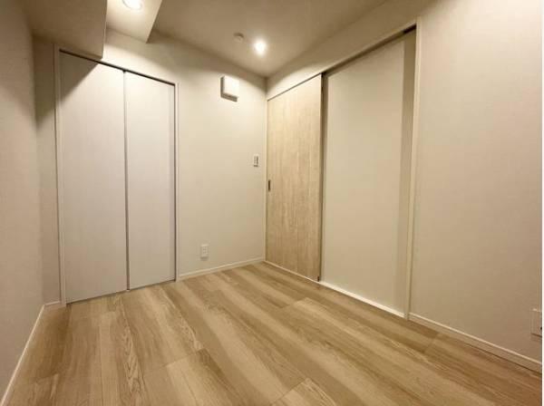 ナチュラルカラーのフローリングのお部屋は、温かみを感じさせリラックスをもたらす効果があります。