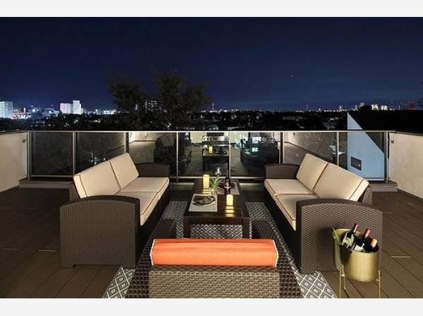 屋上のテラスでランチしたりディナーしたり、住まわれる方によって使い方も変わるもうひとつのリビングです。