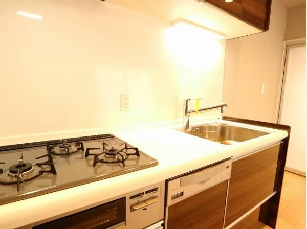 清潔感のあるキッチン。使い勝手の良い設備のキッチンで効率よくお料理ができます。