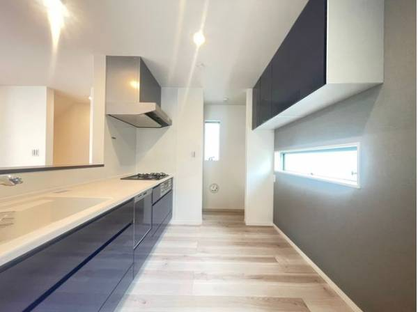 ゆったりと調理ができる位のスペースを実現したキッチン。すっきりと美しいキッチンで効率よくお料理。