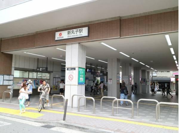 東急東横線 新丸子駅まで400m 大きく発展を続ける武蔵小杉駅の隣で、古き良き下町情緒が残る新丸子駅。東横線と目黒線の各駅停車駅なのでのんびりしていますが、便利に生活できる地区でもあります。