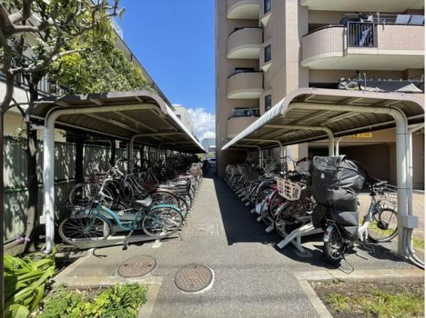 駐輪場は屋根付きなので雨の日も安心です。