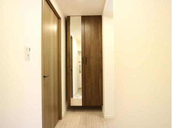 明るく清潔感のある玄関。安らぎに満ちた生活空間を予感させてくれます。
