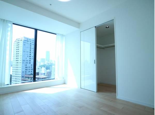 シンプル・イズ・ベストが基本。プレーンな空間を自分のスタイルに染める。いつまでも快適に暮せる住まいへ。