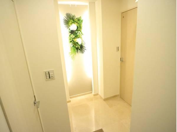 来客や帰宅など毎日利用する玄関は、お家の顔としてすっきりとした素敵な空間に。明るく印象のよい玄関は爽やかな住まいへの入り口です。