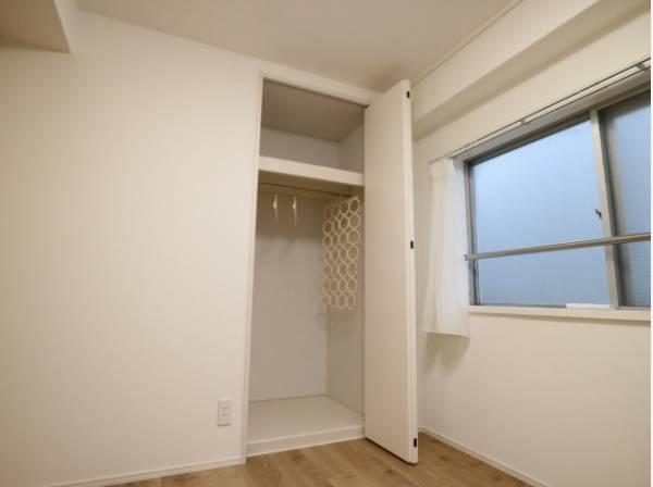無駄を省き有効に活用した収納スペース。衣類をすっきり収納できます。