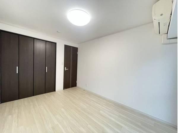 優しい色合いの壁紙は、目にも優しく居心地の良い空間にしてくれます。
