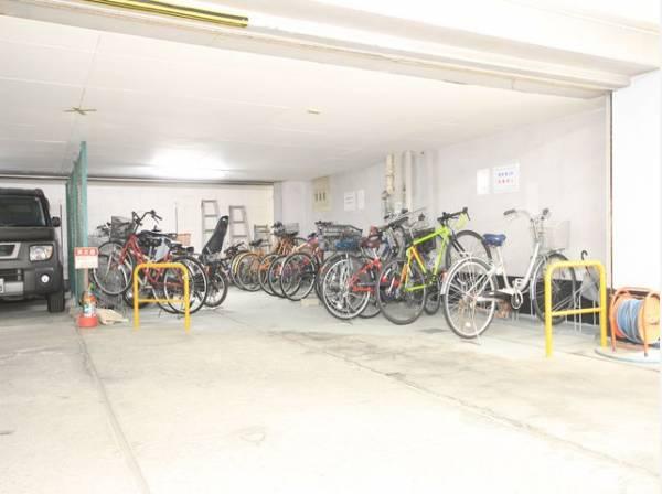 駐輪場完備。雨の日の出し入れもラクラクです。