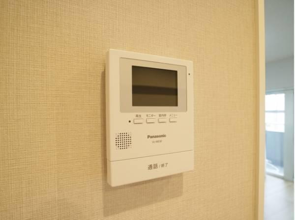 誰が来てもわかる様にモニター付インターホンを設置。快適と安らぎを合わせた優しい設計。