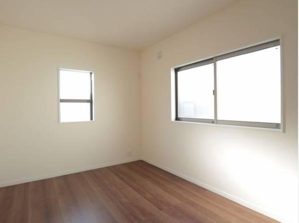 のびのびとした明るい洋室です。いつまでも快適に暮らせる空間が広がります。
