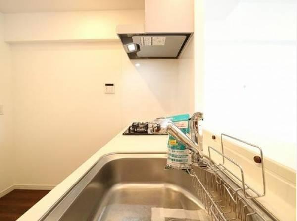清潔感のあるキッチン。使い勝手の良い設備のキッチンで効率よくお料理ができます。家族の健康はこのキッチンから♪