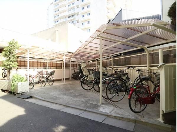 敷地内駐輪場。